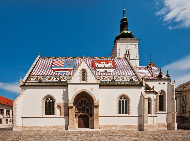 Rue L'église du repère à Zagreb, Croatie photos stock