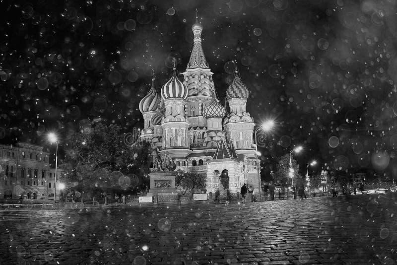 Rue La cathédrale du basilic à Moscou photographie stock
