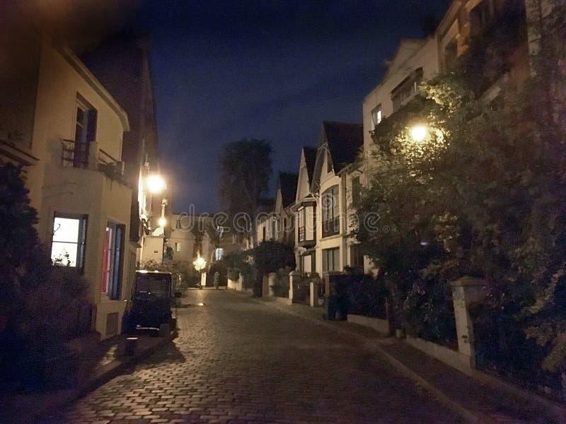 Rue la nuit Montmartre Paris photographie stock libre de droits