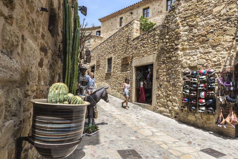 Rue médiévale en Catalogne image libre de droits