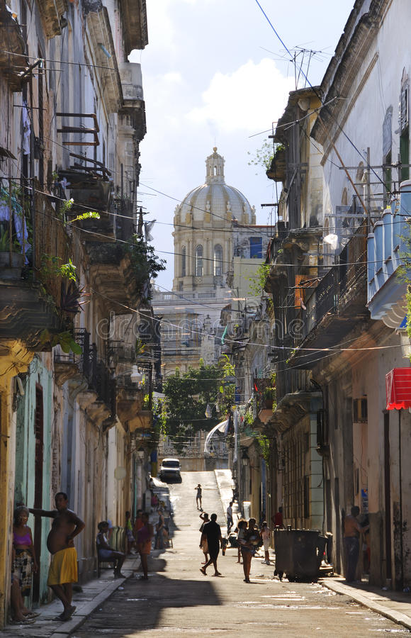 Rue minable de La Havane. LA HAVANE - 5 octobre 2008. photo libre de droits