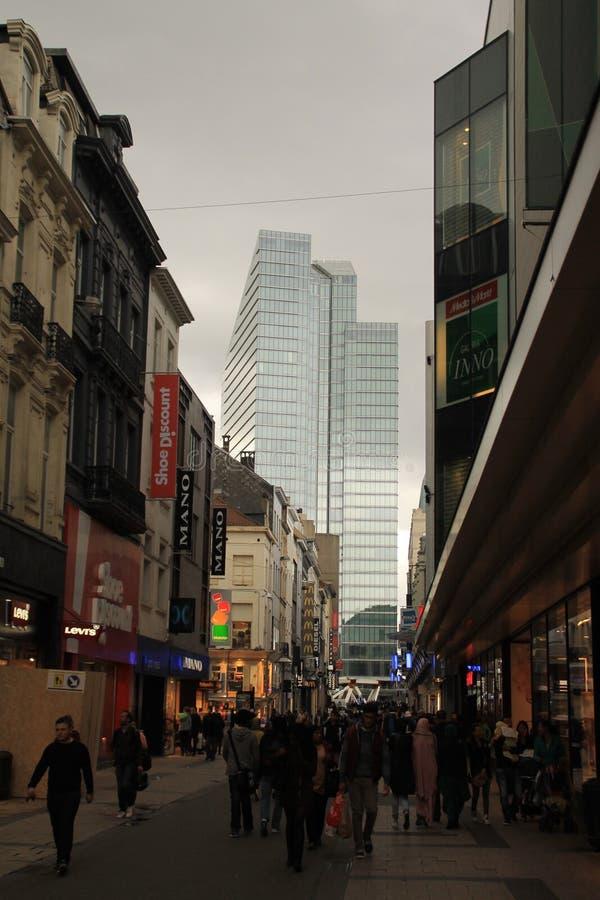 Rue Neuve- und Rogier-Turm stockbild