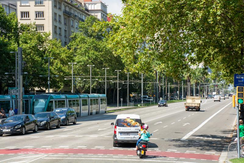 Rue passante avec la route de croisement de personnes photo libre de droits