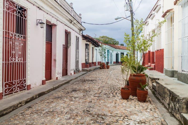 Rue pavée en cailloutis dans Sancti Spiritus, Cu images stock