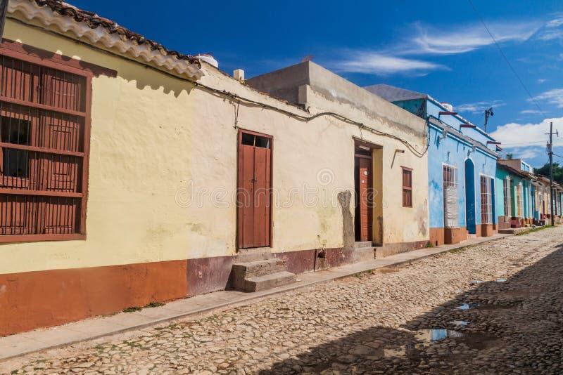 Rue pavée en cailloutis et maisons colorées au centre du Trinidad, CUB photo stock