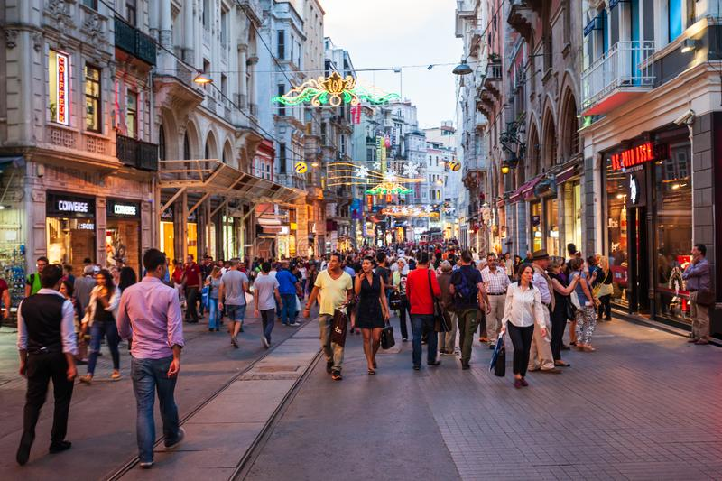 Rue pi?tonni?re d'avenue d'Istiklal, Istanbul photographie stock