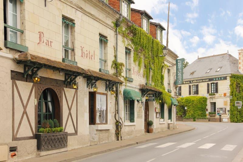 Rue pittoresque dans le village Chenonceau france image libre de droits