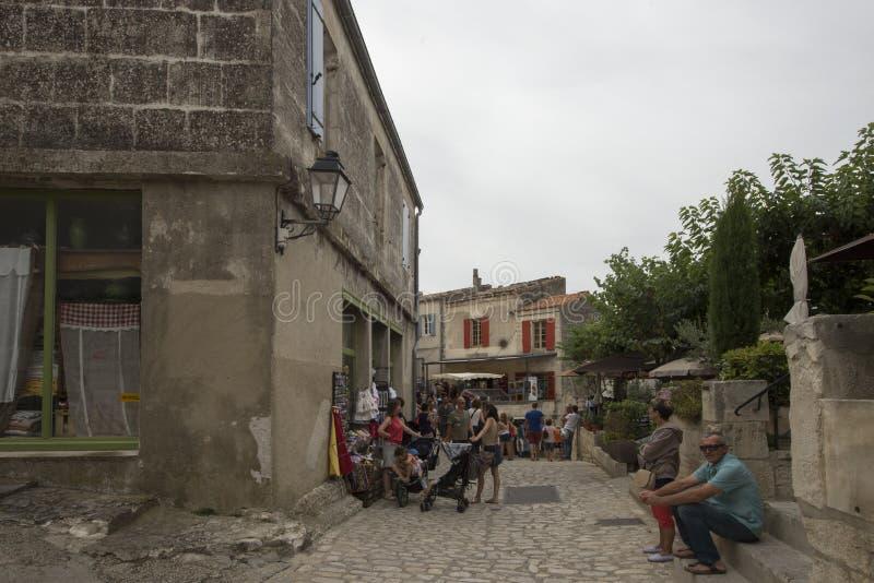 Rue Porte Mage Les Baux-de-Provence, Frankrike royaltyfria foton