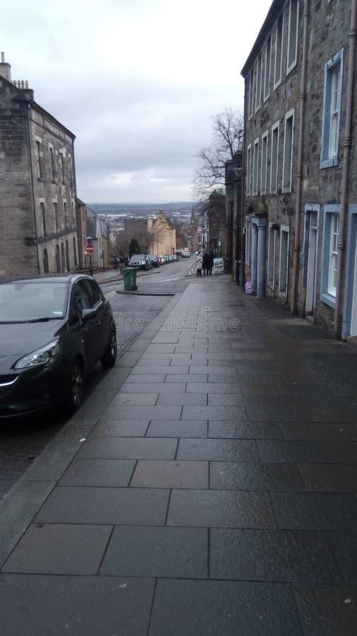 Rue principale à Stirling menant au château photographie stock libre de droits
