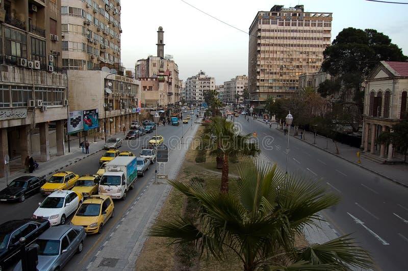 Rue principale au cours de la journée de la ville de Damas en Syrie photographie stock