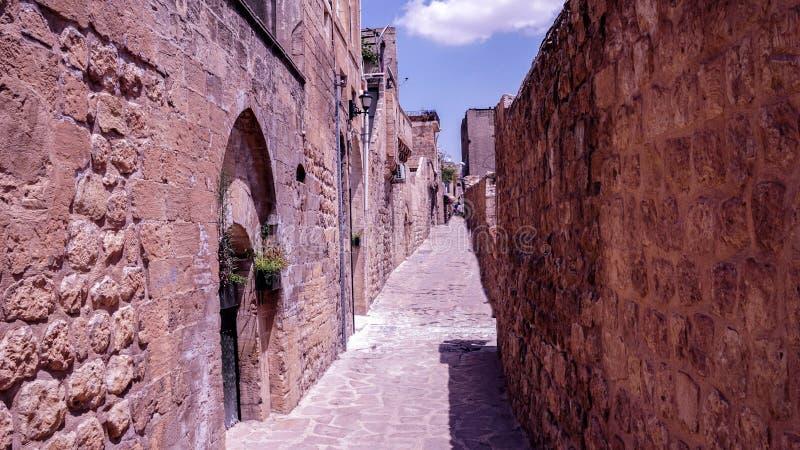 Rue rose de vieille ville, Budva, Monténégro photographie stock