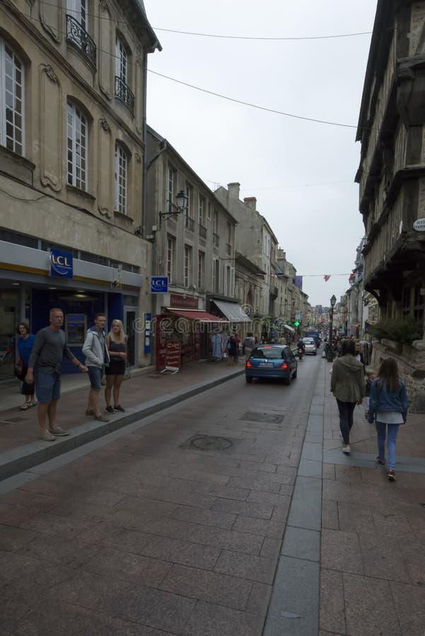 Rue Saint-Martin i Bayeux, Frankrike fotografering för bildbyråer