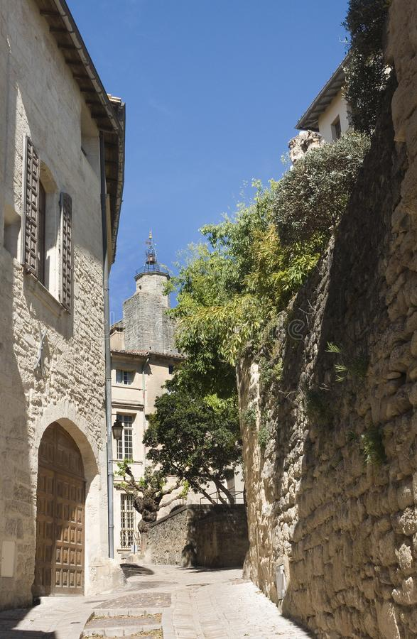 Rue Saint Theodorit dans Uzes image stock