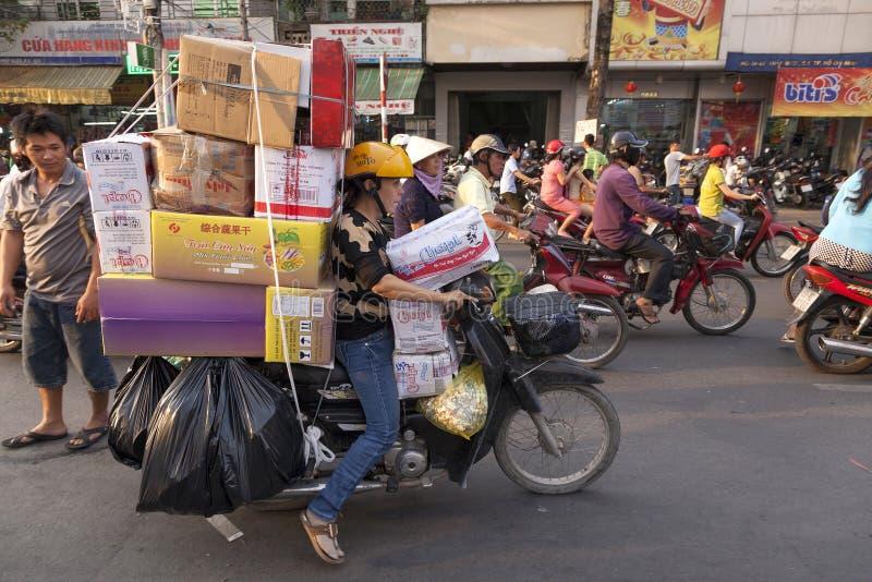 Rue serrée en ville de Ho Chi Minh photos stock
