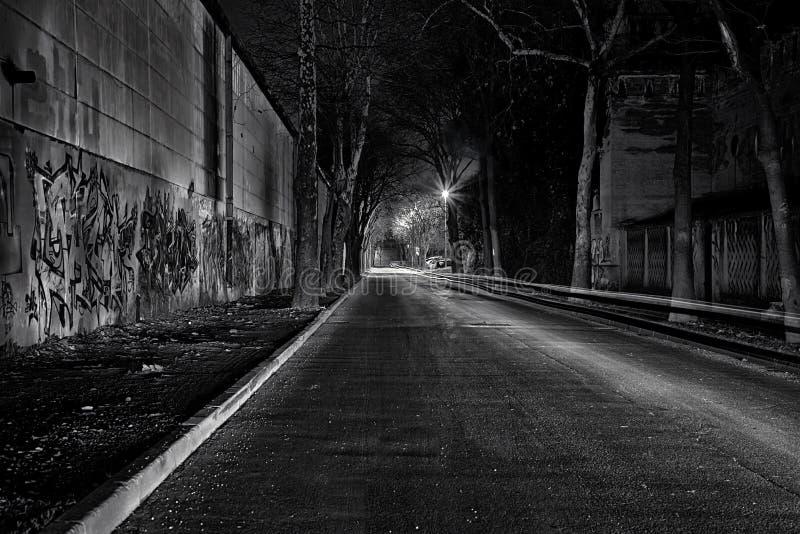 Rue sombre et vide image stock