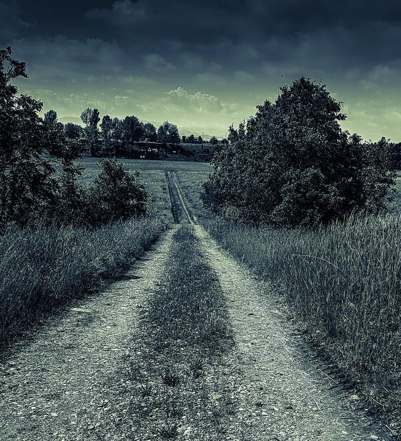 Rue sombre mystérieuse photo stock