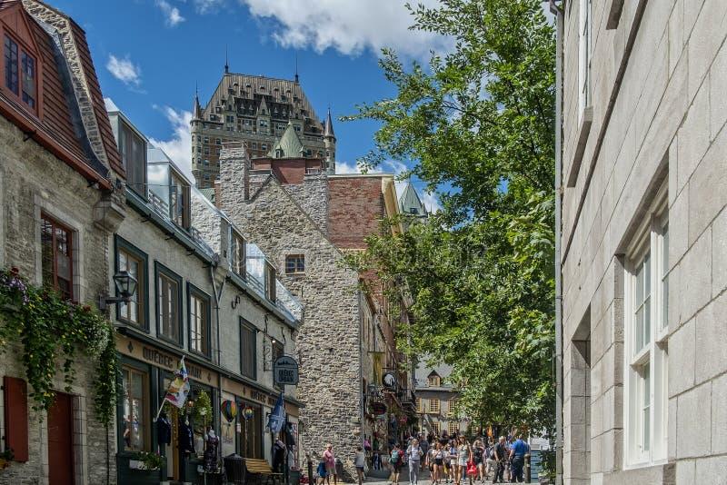 Rue sous le Fort Gammal Quebec royaltyfri bild