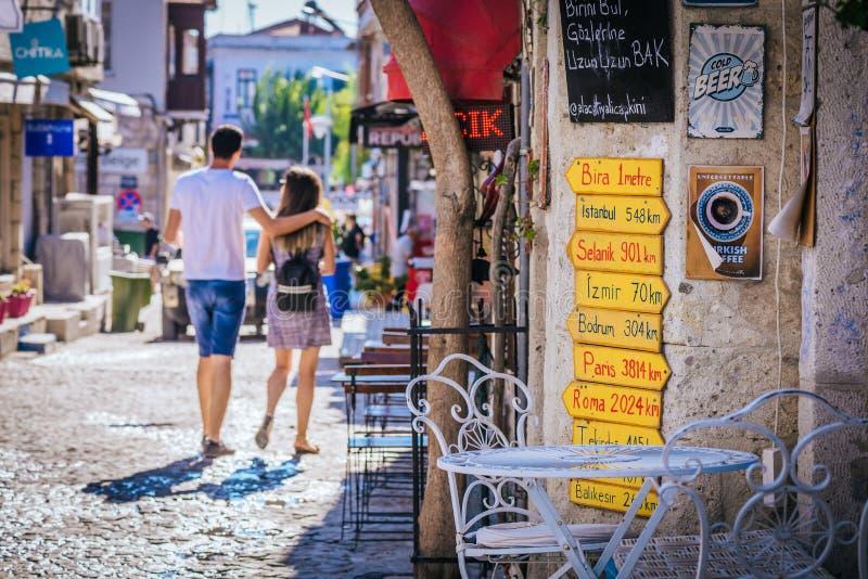 Rue tirée dans Alacati, Turquie photo stock