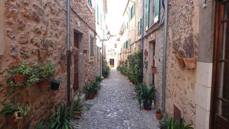 Rue typique dans Valldemossa photo stock