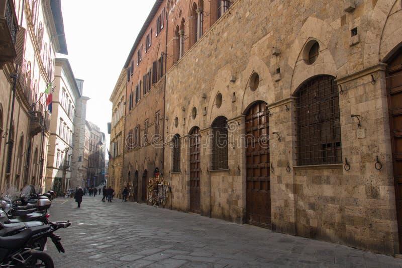 Rue typique de Sienne, Toscane, Italie images libres de droits