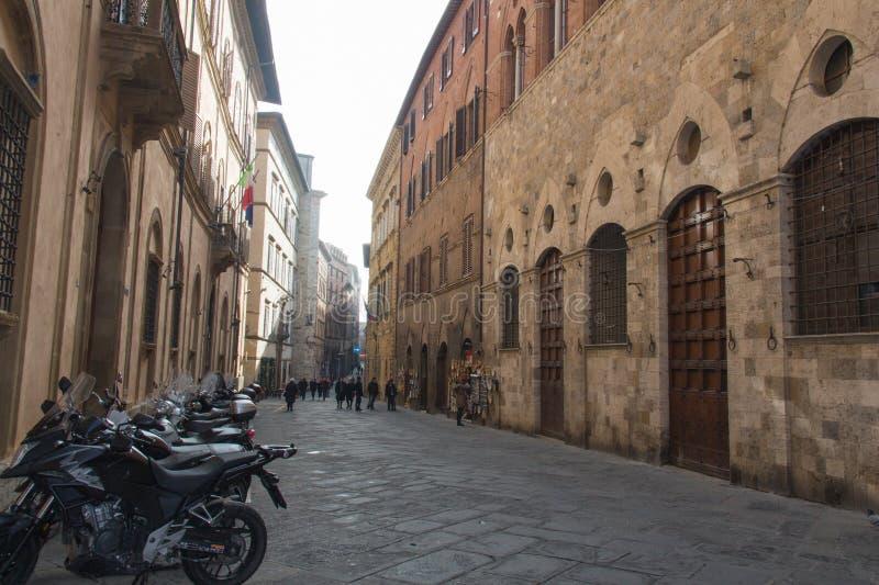 Rue typique de Sienne, Toscane, Italie photographie stock