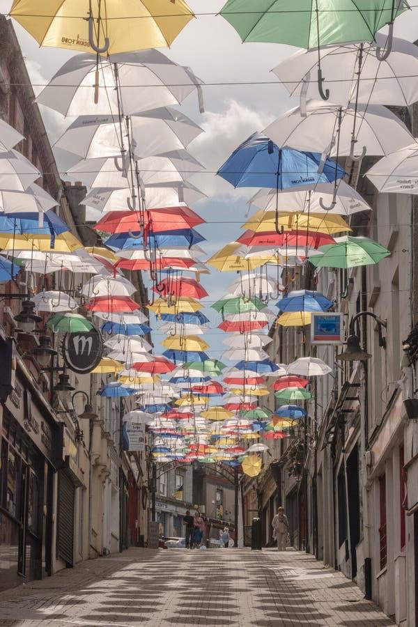 Rue Umbrllas photographie stock libre de droits