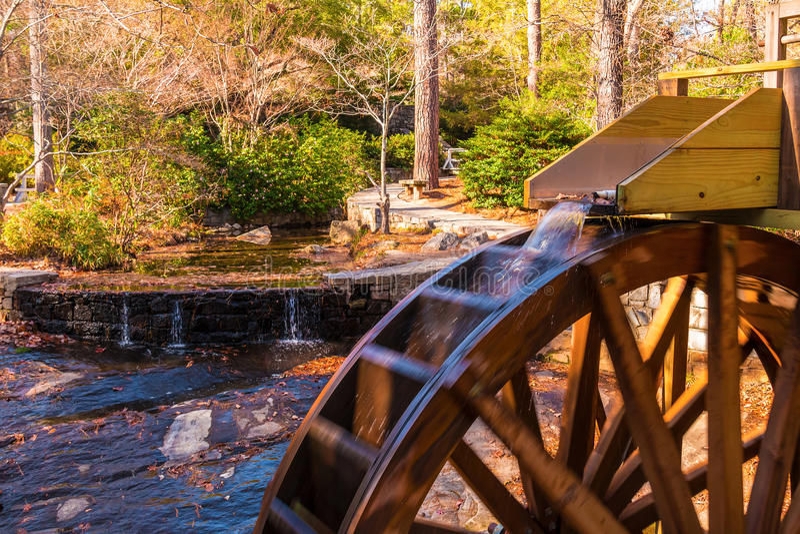 Rueda de agua del molino del grano para moler en el parque de Stone Mountain, los E.E.U.U. foto de archivo libre de regalías