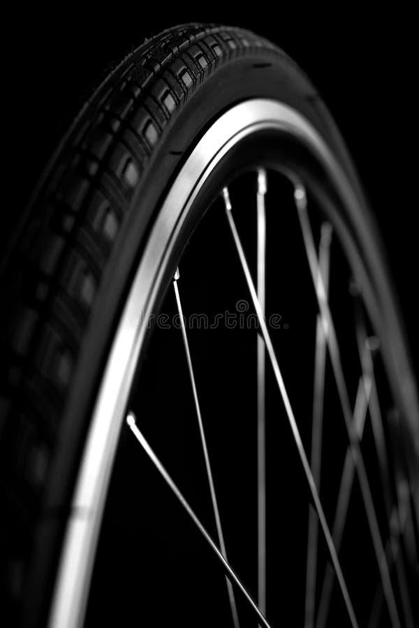 Rueda de bicicleta con el neumático fotografía de archivo libre de regalías