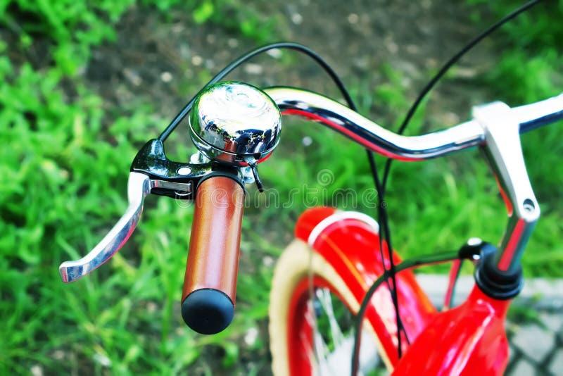 Rueda de bicicleta con la campana foto de archivo