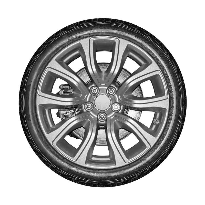 Rueda de coche aislada en el fondo blanco imagen de archivo