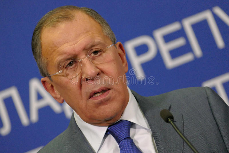 Rueda de prensa común de los Ministros de Asuntos Exteriores rusos y del servio, de Ivica Dacic y de Sergey Lavrov imagenes de archivo