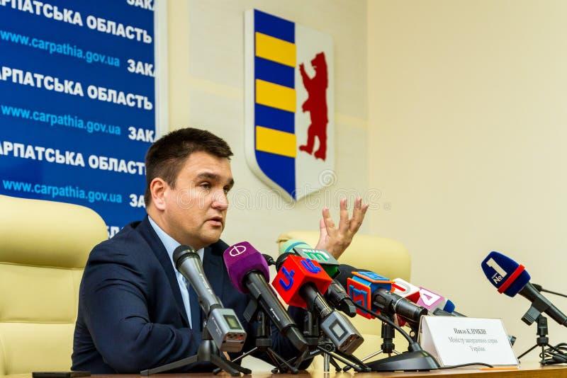 Rueda de prensa del Ministro de Asuntos Exteriores ucraniano Pavel Klimkin adentro fotografía de archivo