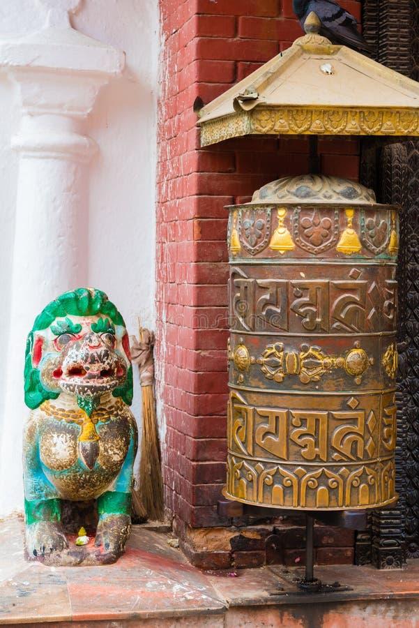 Rueda de rezo en Boudhanath Boudha Stupa en Katmandu, Nepal fotografía de archivo