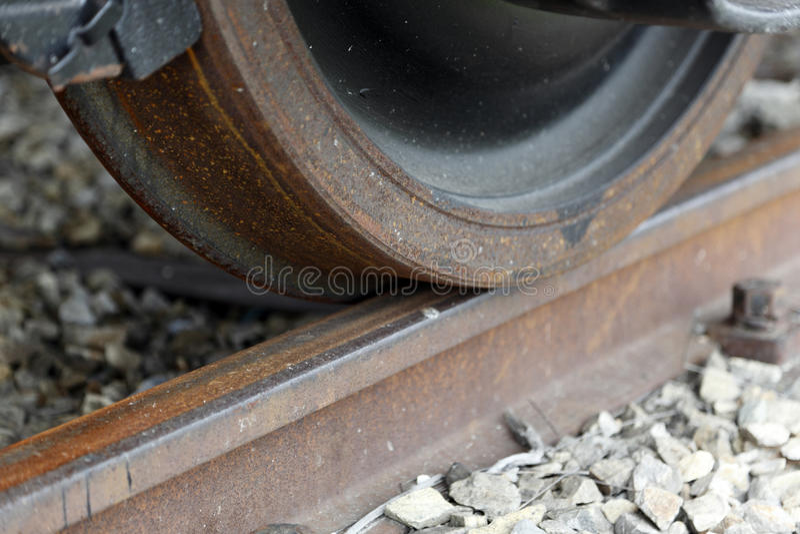 Rueda del tren en pista foto de archivo libre de regalías