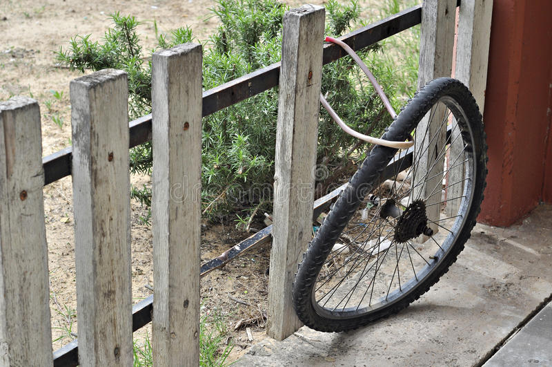 Rueda doblada de la bici foto de archivo libre de regalías