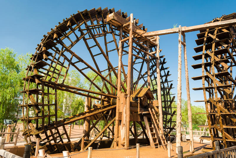 Rueda hidráulica de madera tradicional en Lanzhou y x28; China& x29; fotos de archivo