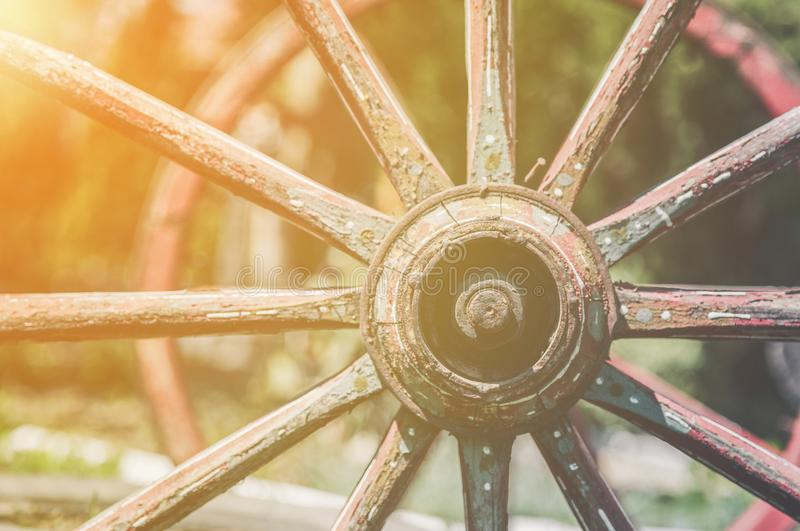 Ruedas coloreadas del carro del vintage imágenes de archivo libres de regalías
