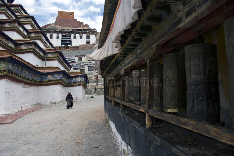 Ruedas de rezo tibetanas fotografía de archivo
