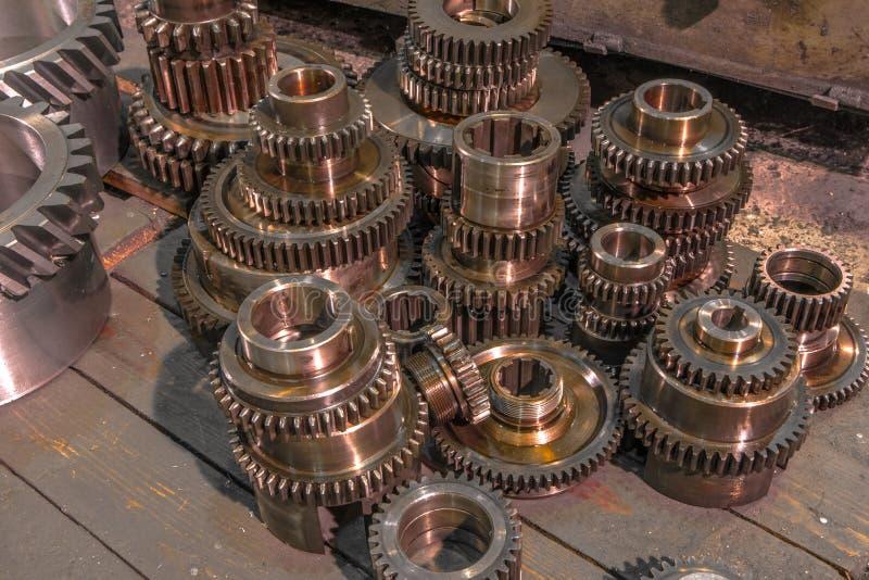 Ruedas del metal del engranaje del primer, máquina industrial acabada de varias piezas del engranaje fotografía de archivo libre de regalías
