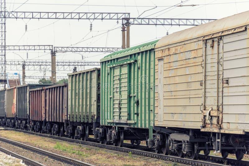 Ruedas del tren en los carriles fotografía de archivo libre de regalías