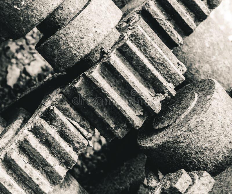 Ruedas dentadas del negro y de los blancos imagenes de archivo