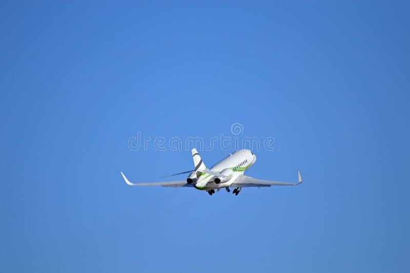 Ruedas para arriba en pequeña Jet Plane fotografía de archivo