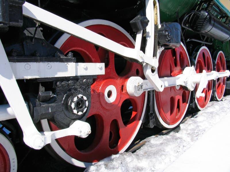 Ruedas rojas de la locomotora vieja foto de archivo