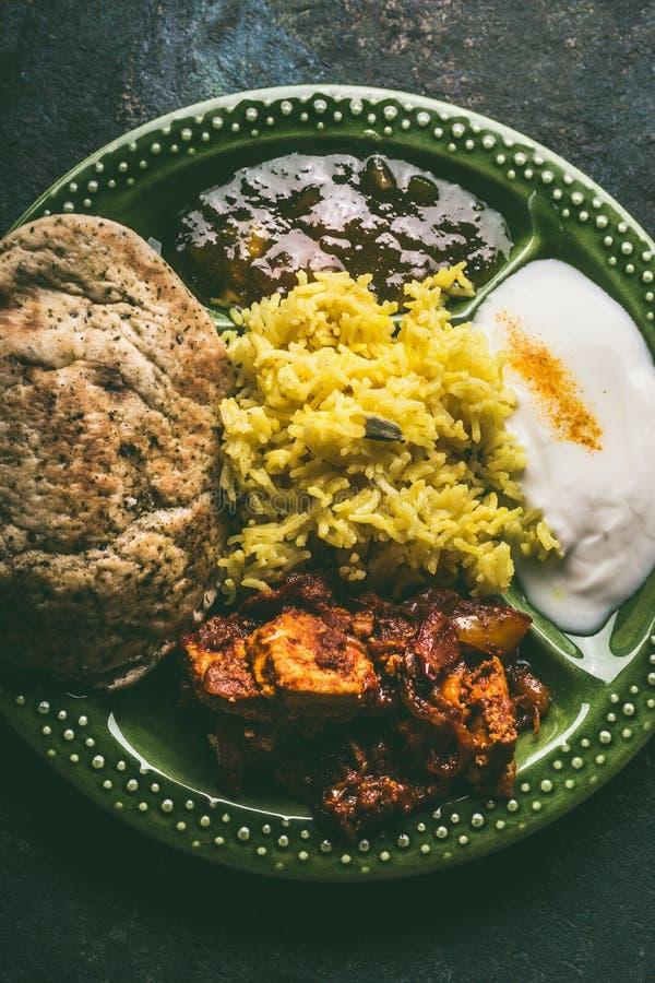 Ruede con las comidas indias tradicionales, visión superior foto de archivo libre de regalías
