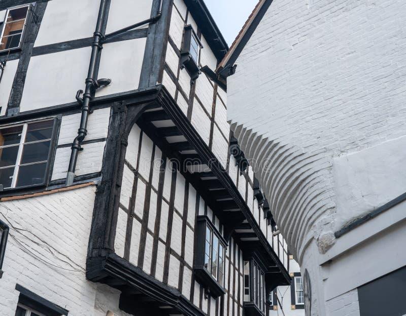 Ruelle étroite de tâtonnement dans Shrewsbury, Shropshire photographie stock libre de droits
