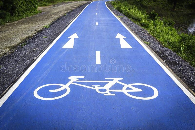 Ruelle bleue de symbole de bicyclette photo stock
