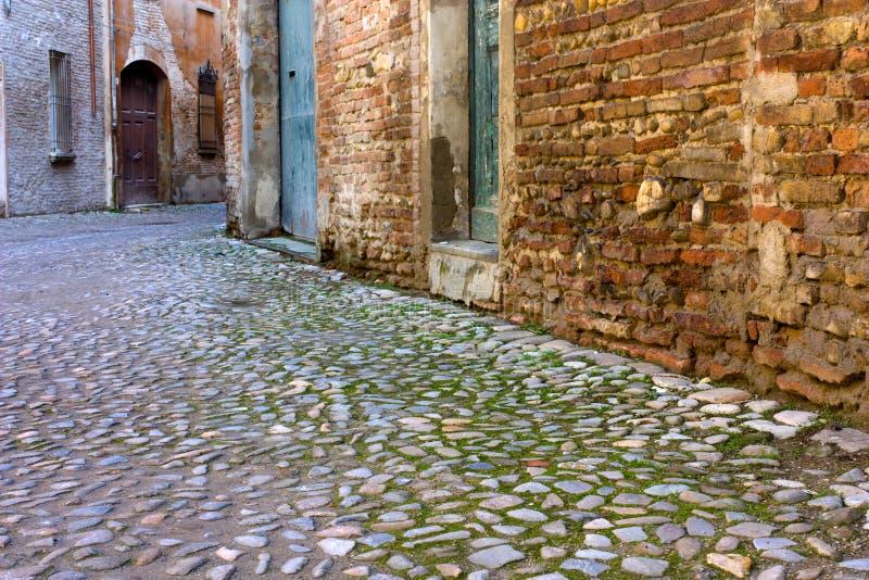 Ruelle dans la vieille ville images stock