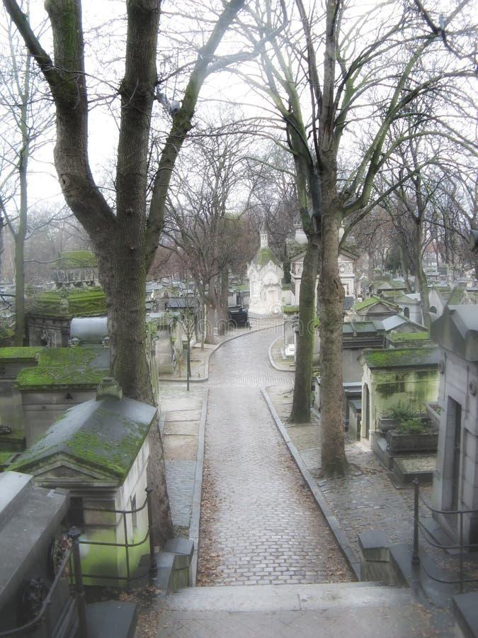 Ruelle de cimetière photo stock