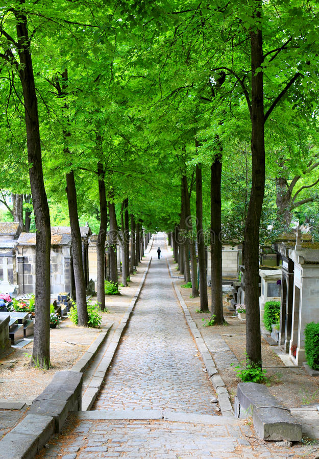 Ruelle de cimetière de source photographie stock