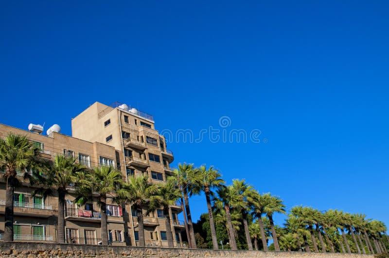 Ruelle de marche sur le mur de ville de Nicosia image libre de droits